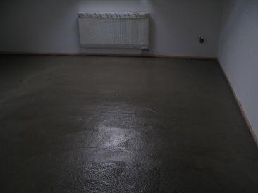 ruční betonování podlahy